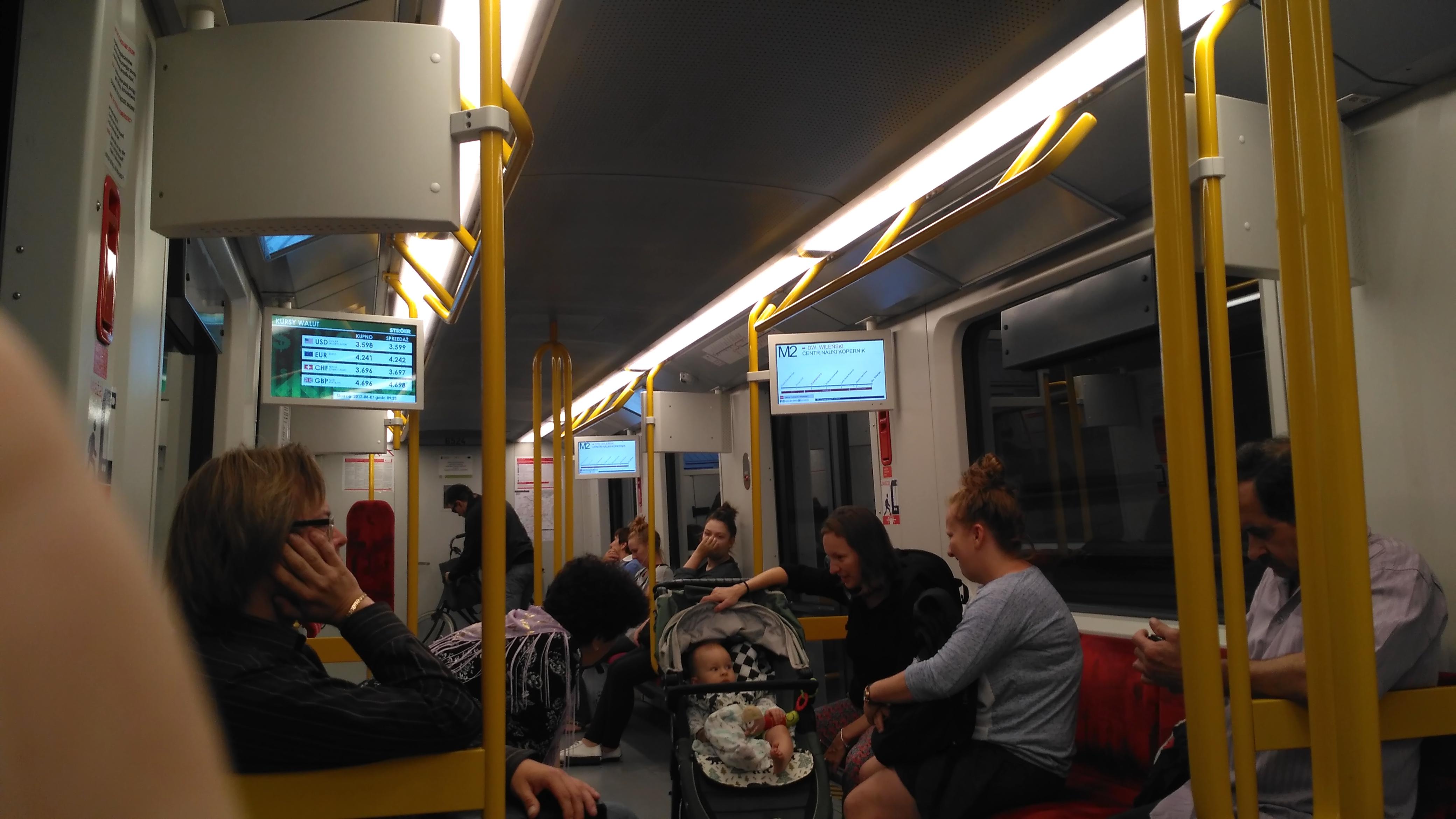 Экраны в старых вагонах метро